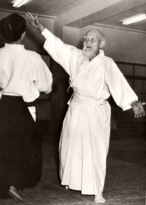morihei-ueshiba-throwing