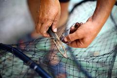 reparación-de-una-red-de-pesca-45049155